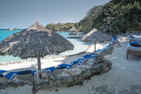 Hotel San Pedro de Majagua: Acceso al Mar - Zona de Asoleadoras