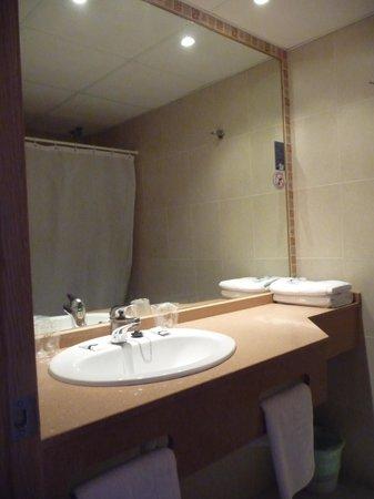 Caribe Ibiza Hotel: Bathroom Vanity