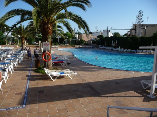 Caribe Ibiza Hotel: Sparkling pool