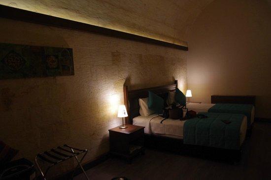 Sirehan Hotel : Yan odada 2 tek kişilik oda