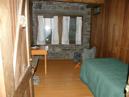 Sperry Chalet: A single room, sunset view side