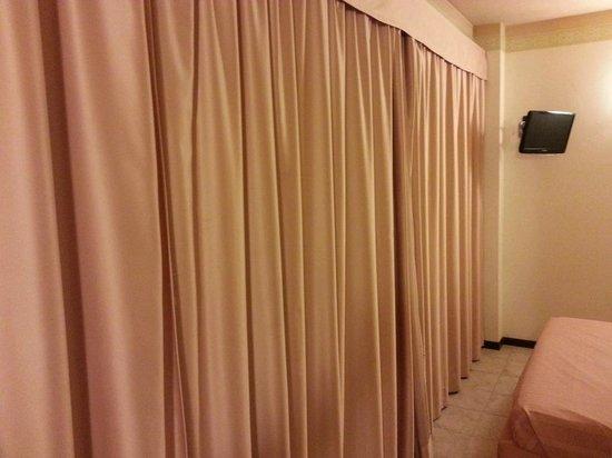 "Hotel Forum: La tenda ""oscura"""