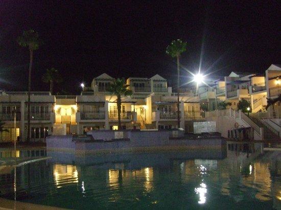 Atlantis Las Lomas: night view