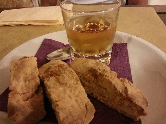 Taverna Via di Mezzo: cantuccini e vinsanto