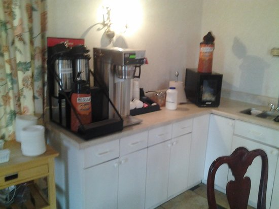 Motel 6 Cordele: Any kind of coffee you could want, as long as it is regular.