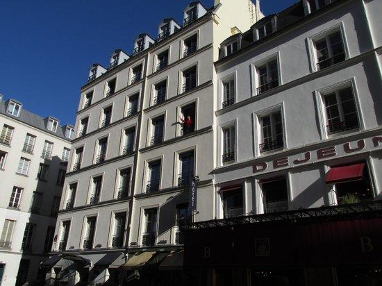 Hotel Bastille Speria : Waving from our room, 3eme etage