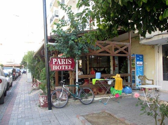 Paris Hotel. Вход