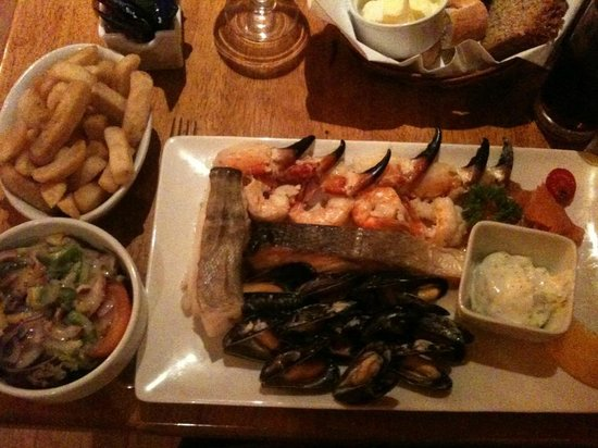 Davitts Restaurant : Plat de poissons et fruits de mer