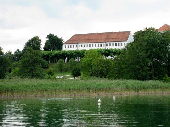 Chiemsee Schifffahrt: Augustiner-Chorherrenstift