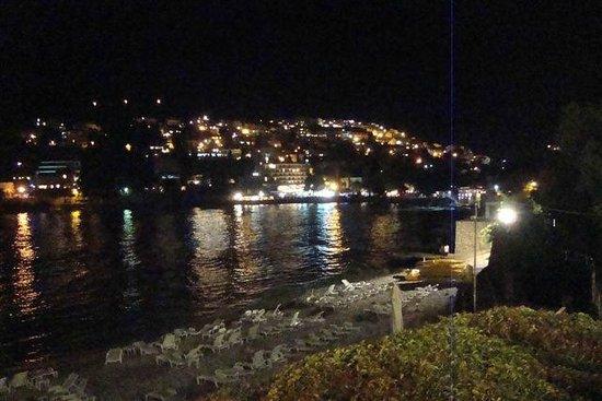 Hotel Vis: la baia in notturna