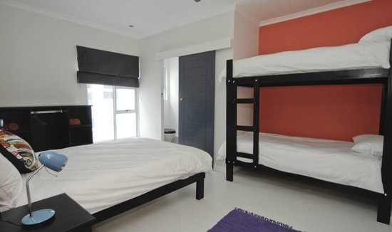 Off The Wall Backpackers: Family Room with en suite bathroom