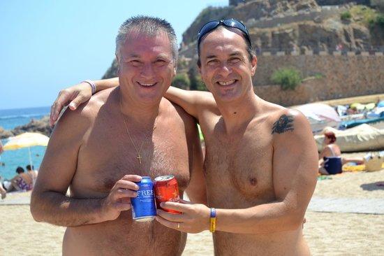 Playa Grande: cervecita en la Platja Gran