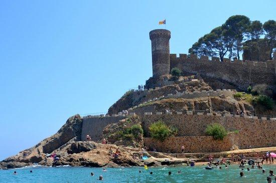 Playa Grande: castillo junto a la playa