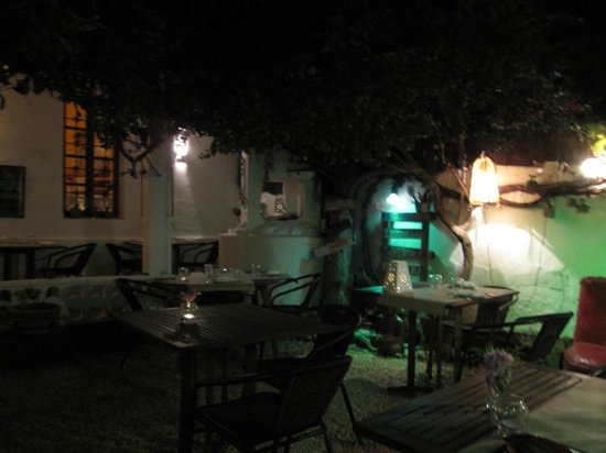Sa Carboneria: lovely outdoor dining