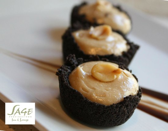 Sage Inn and Lounge: Mini Peanut Butter Pies