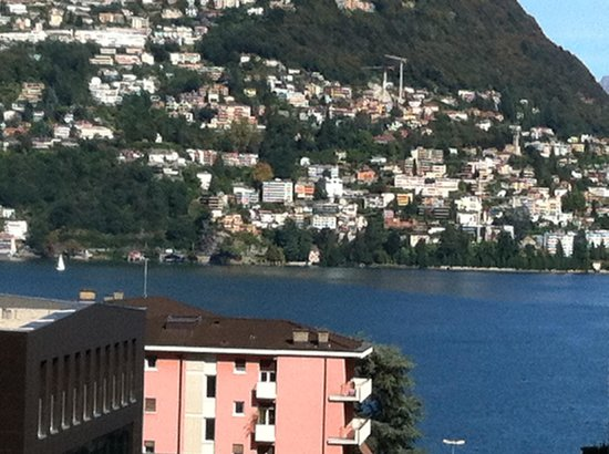 Hotel de la Paix: View of the lake