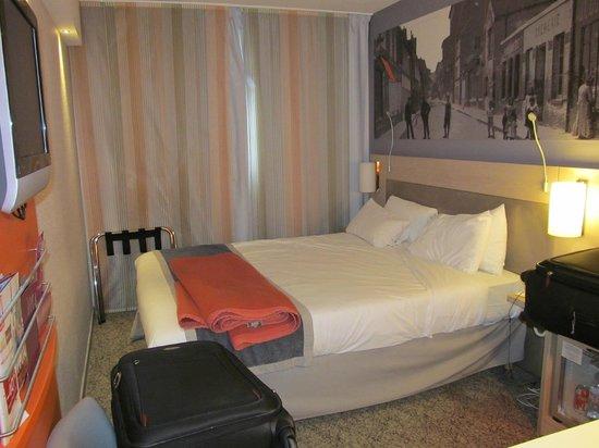 Hotel Mercure Paris 15 Porte de Versailles: Our room