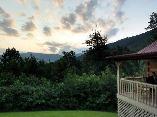 Cramer's Creekside Cabins: outside