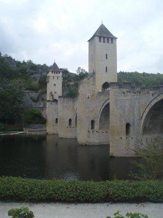 Pont Valentre: imposing