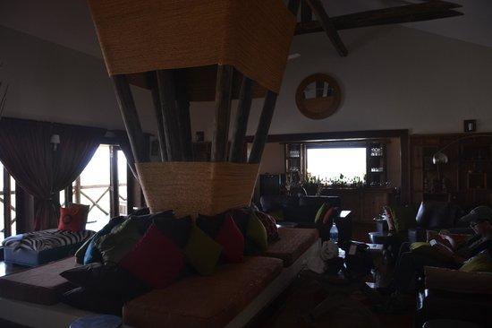 Escarpment Luxury Lodge : Interior bar area