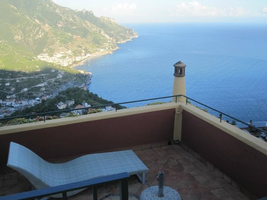 Hotel Palumbo Palazzo Confalone: Terrace with junior suite and view