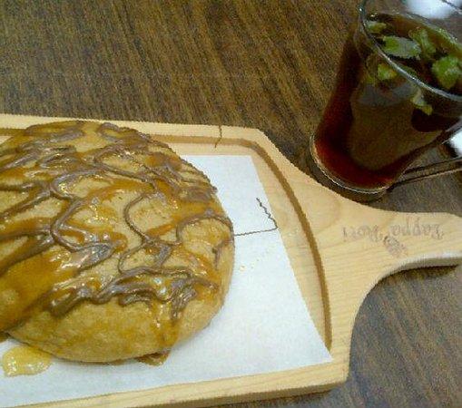 Paparotti: mint tea with bun $8
