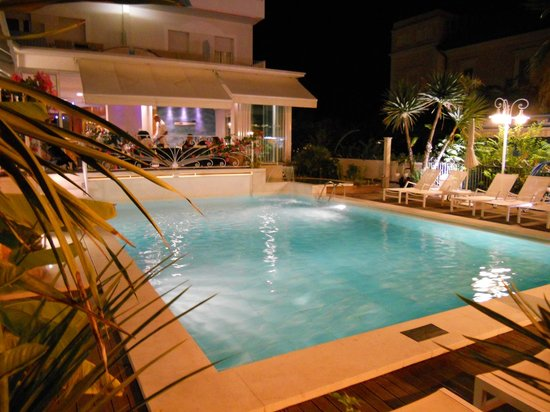 Hotel Luxor Beach: piscina