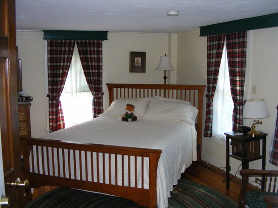 The Tartan Fox at the Meadmere: Our Stewart Room, Queen bed with Private Bath