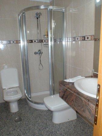 Apartamentos NuriaSol: Bathroom