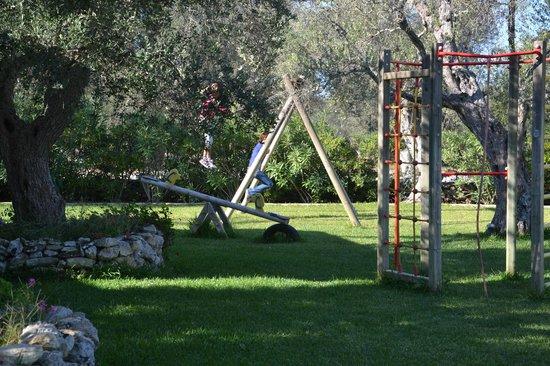Giardino con giochi per bambini foto di residence - Residence il giardino bellaria ...