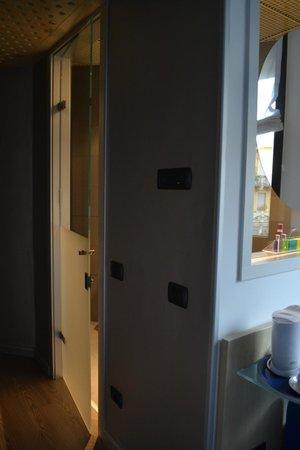 Hotel Mediolanum Milan : glass door