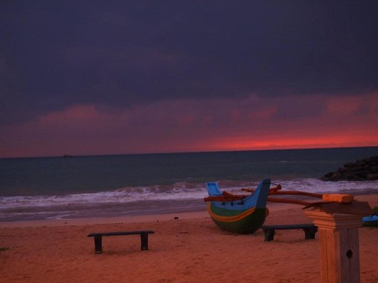 Nisala Arana Boutique Hotel: sunset at bentota beach