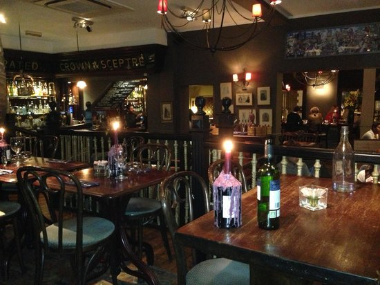 Crown and Sceptre: Great atmosphere