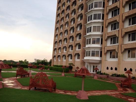 Taj Mahal Hotel: terrace garden