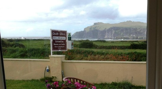 Ceann Sibeal Bed & Breakfast: Spectacular view from the winter garden