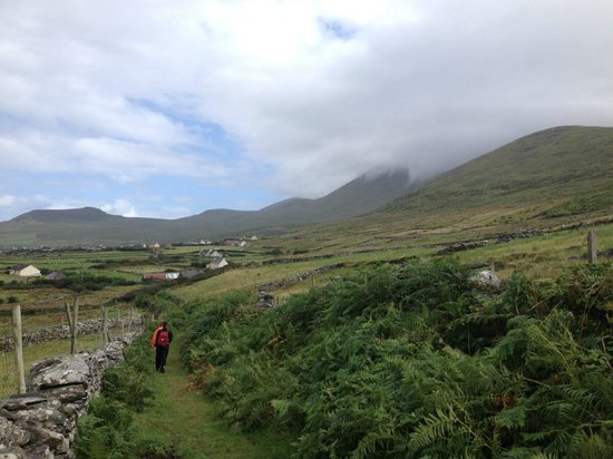 Ceann Sibeal Bed & Breakfast: Hiking the immediate surroundings from the house