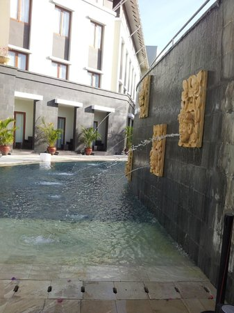 Mercure Bali Nusa Dua: bottom of pool area