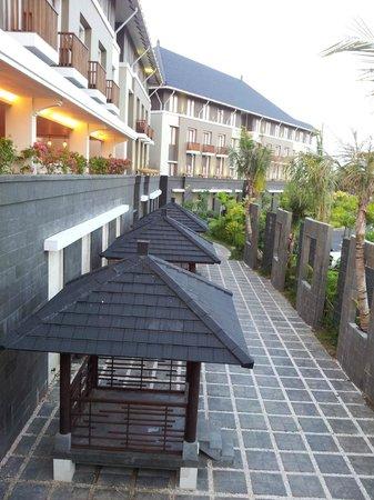 Mercure Bali Nusa Dua: view from driveway walking to shops.