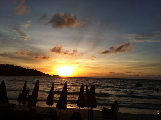 The Frutta Boutique : Sunset at Patong Beach