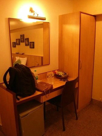 Hotel Transit: table and mirror