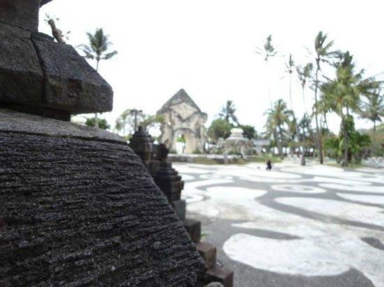 Inna Grand Bali Beach Hotel: The grounds...