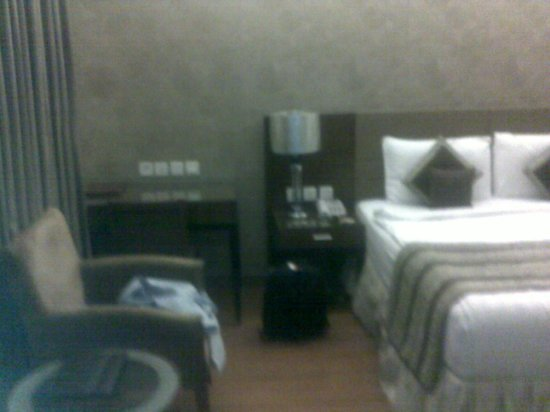 Alpina Hotels & Suites: Bedside
