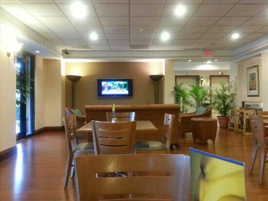 Holiday Inn Express Miami-Hialeah (Miami Lakes): Early Bird Breakfast