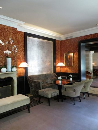 Le Pavillon de la Reine : Lounge and breakfast area