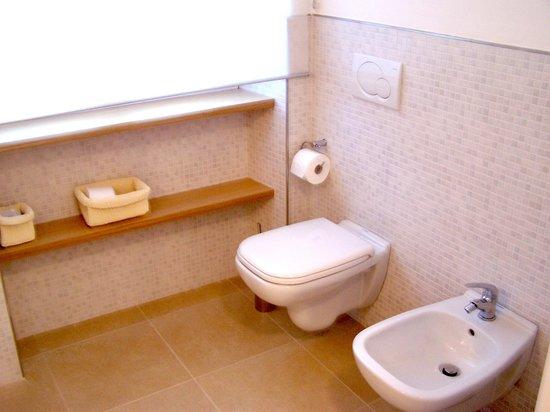Casa del Cavaliere: Bathroom