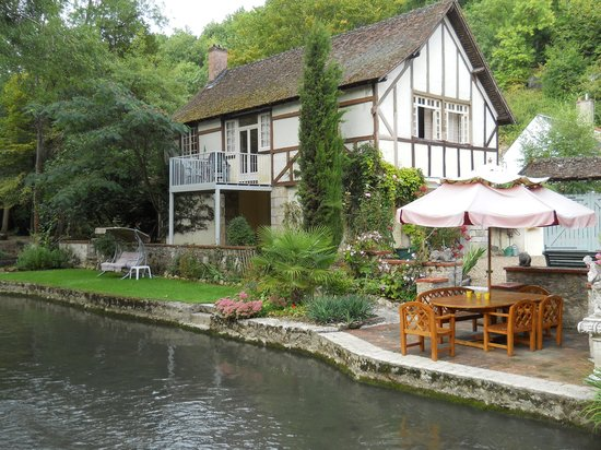 Le Moulin des Charmes : From the river side