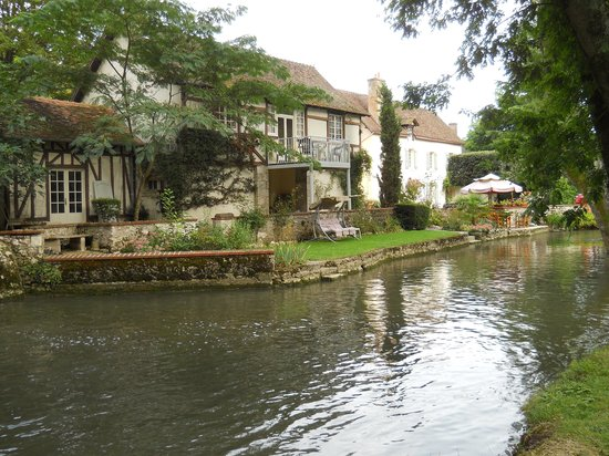 Le Moulin des Charmes: the river