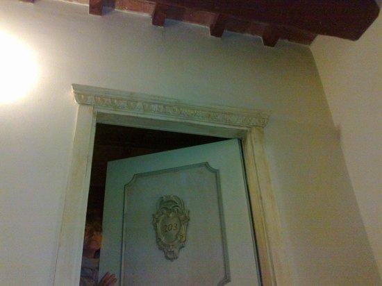 Antica Dimora alla Rocca: porta della ns. camera