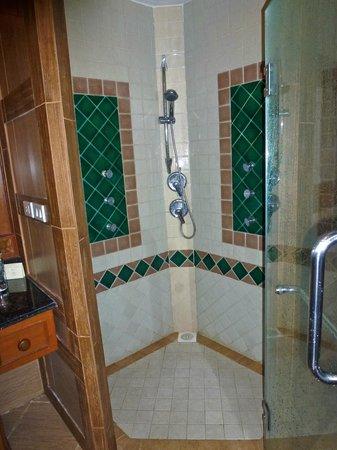 Khum Phaya Resort & Spa, Centara Boutique Collection: shower