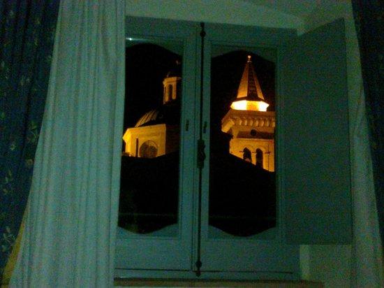 """Antica Dimora alla Rocca: cupola dalla finestra """"notturna"""""""
